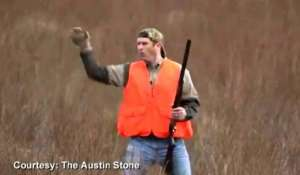 Amazing! Man catches quail with bare hands!